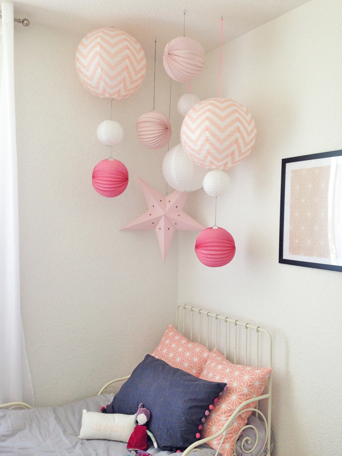 Ma chambre de fille sous le lampion lantern and lampion - Comment decorer chambre bebe fille ...