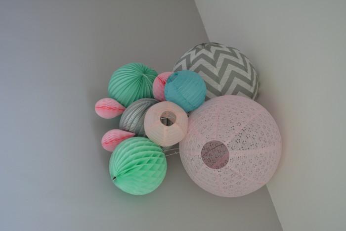 Décoration murale pour chambre de petite fille dans les tons de rose, de vert et de gris