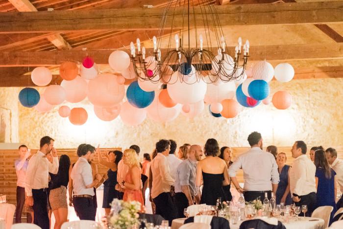 Décoration de mariage, ciel de lampions rose, blanc et bleu
