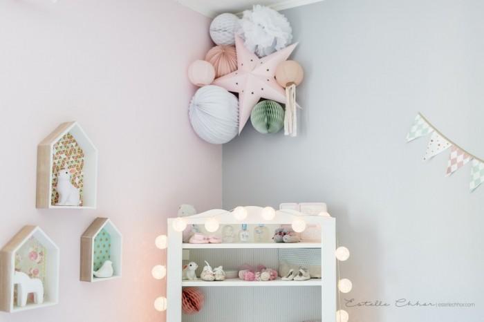 Décoration douce pour chambre d'enfants, composition de lanternes, lampions, étoiles et pompons