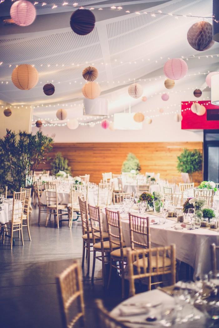 ciel de lanternes pour un mariage dans les tons roses, pêche et marron glacé